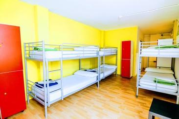 Feetup Yellow Nest Hostel