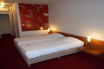 Corbie Hotel Lommel City