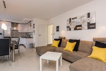 Papaya Spring Break Package with Platinum Apartment