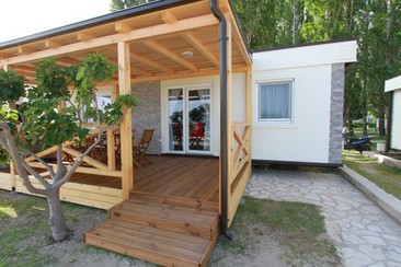 GA 3-Day Ticket + Seafront Beach House with Jacuzzi at Ultra Beachville Campsite