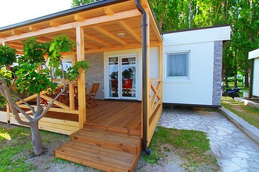 Seafront Beach House with Jacuzzi at Ultra Beachville Campsite