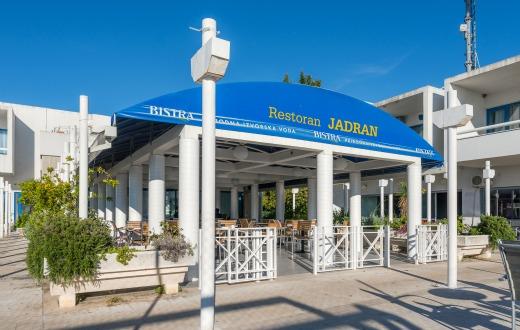 Entrada + Hotel Jadran