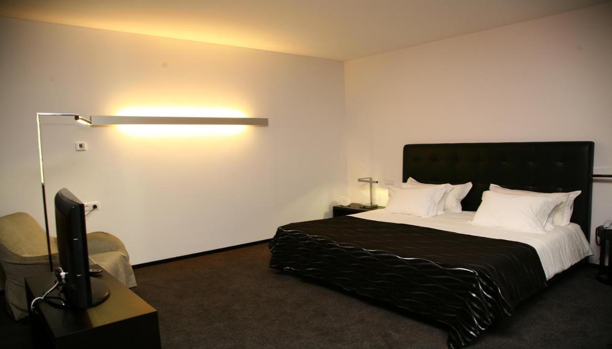 Biglietto  + Axis Viana Business & Spa Hotel