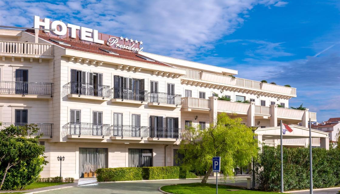 Entrada + Hotel President Solin