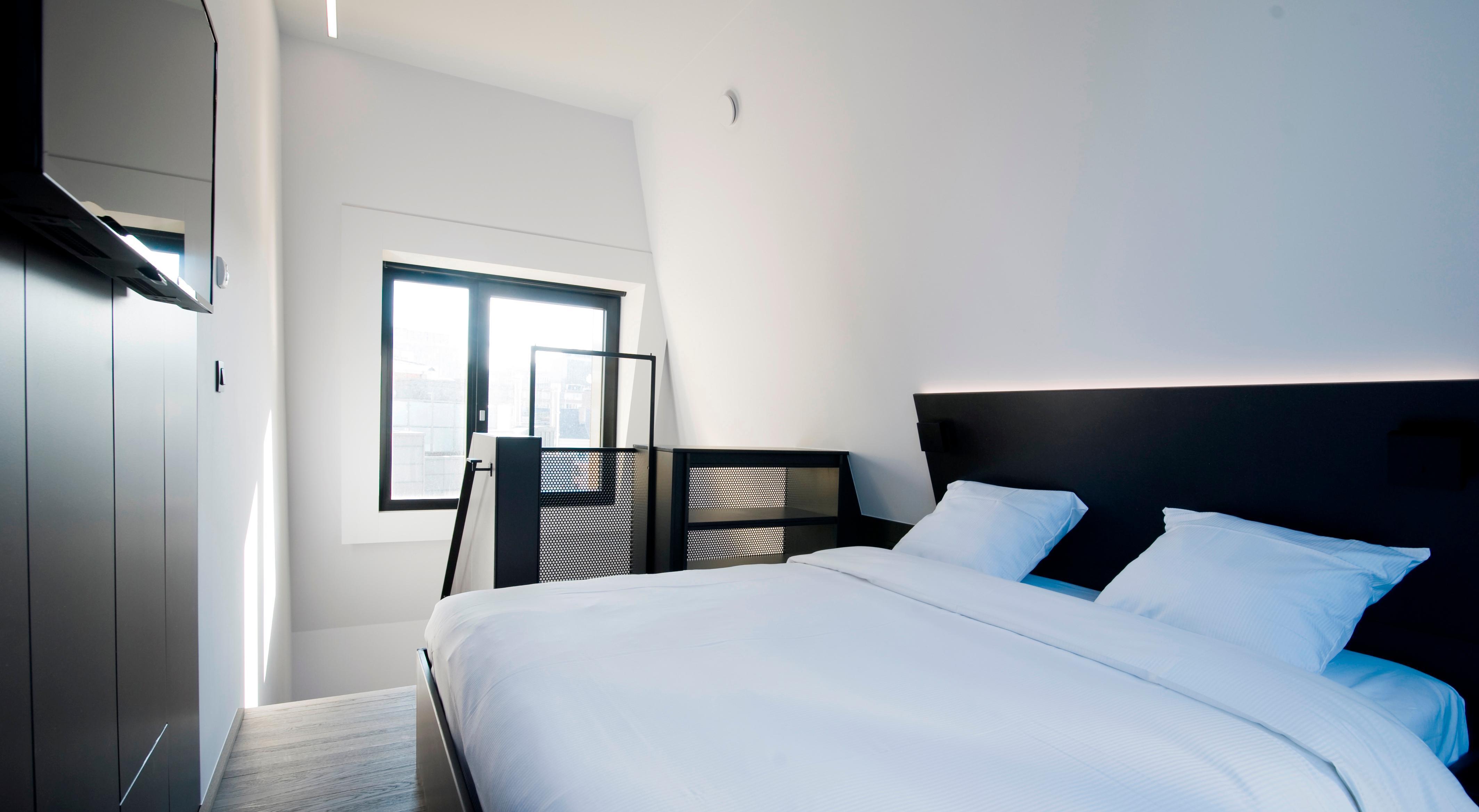 Ticket + Sleep Well Hostel