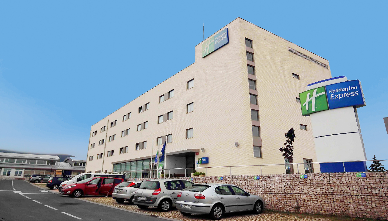 Ticket + Holiday Inn Express Vitoria
