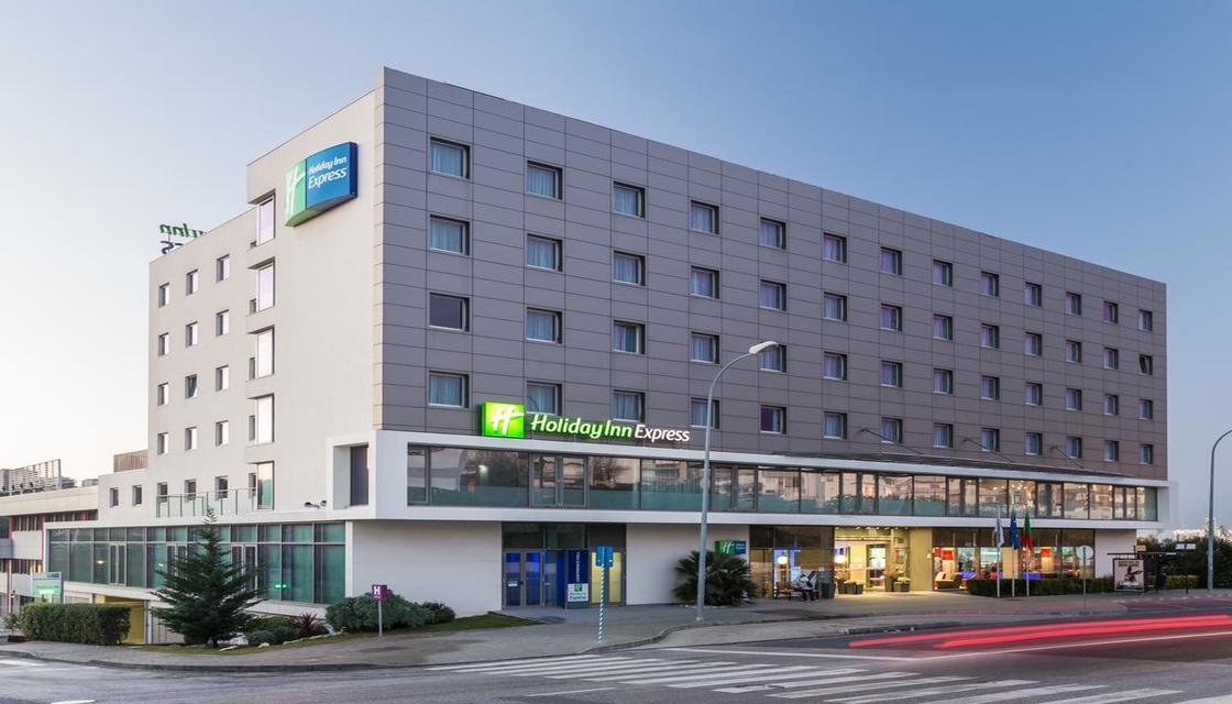 Bilhete + Holiday Inn Express Lisbon-Alfragide