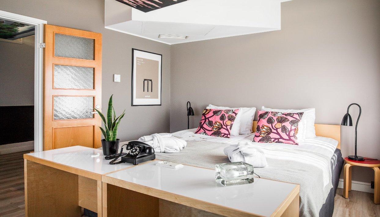 Billet + Hotel Helka