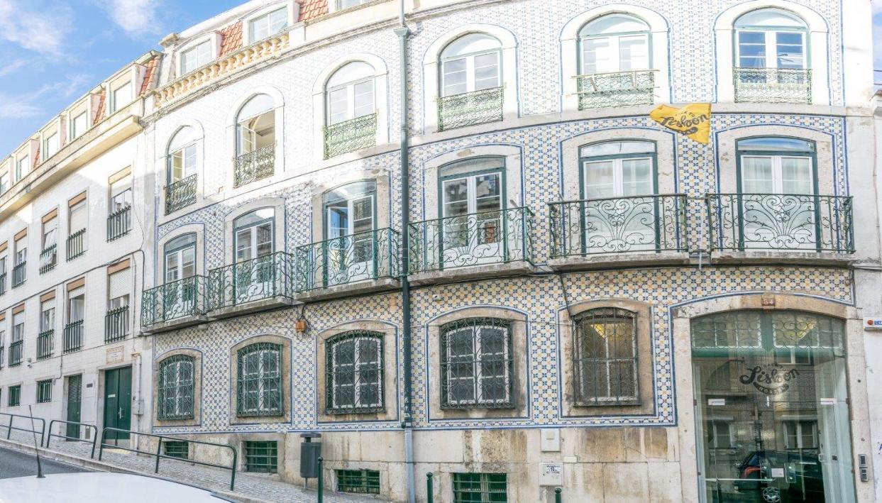 Ticket + Back to Lisbon Hostel
