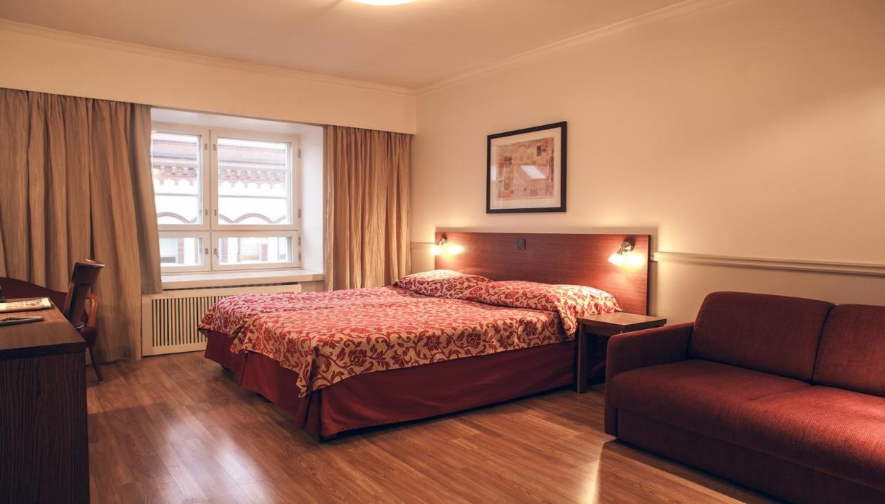 Billet + Hotel Anna