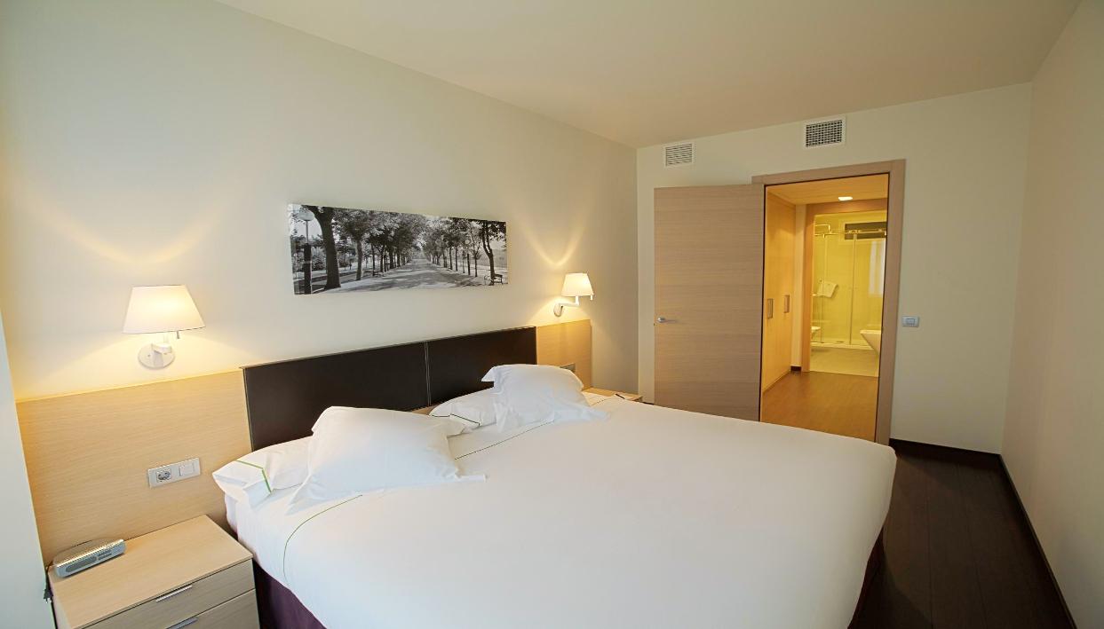 Ticket + Hotel Zenit Jardines de Uleta Suites