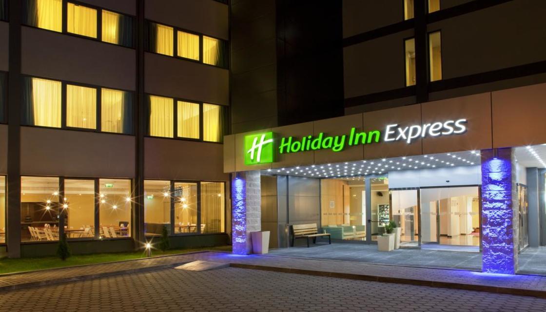 Bilhete + Holiday Inn Express Lisbon Airport