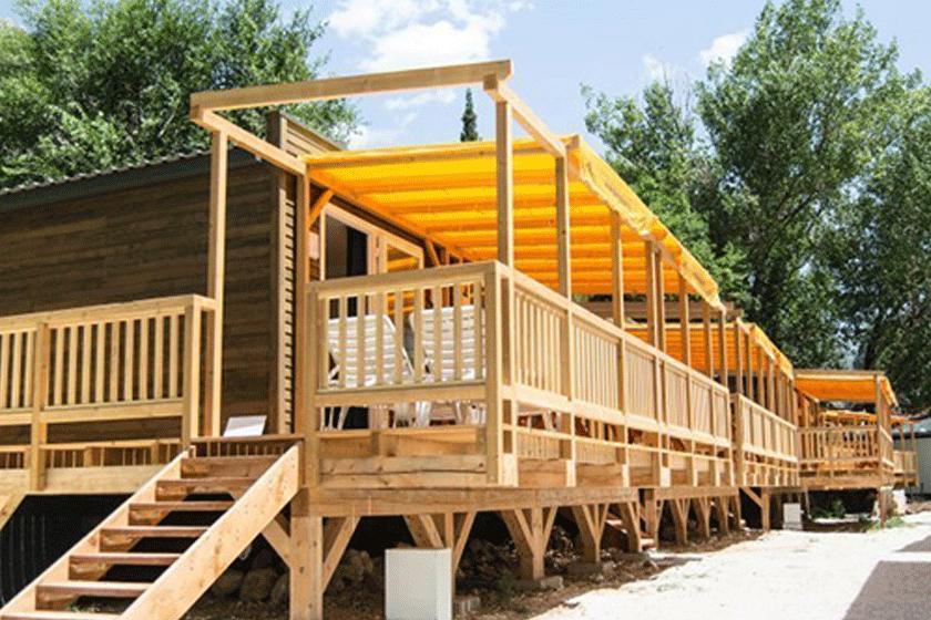Ticket + Premium Lodge beim Ultra Beachville Campsite