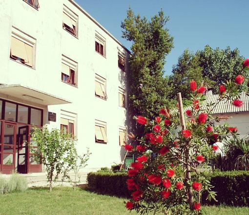 Entrada + Hostel Braća Radić